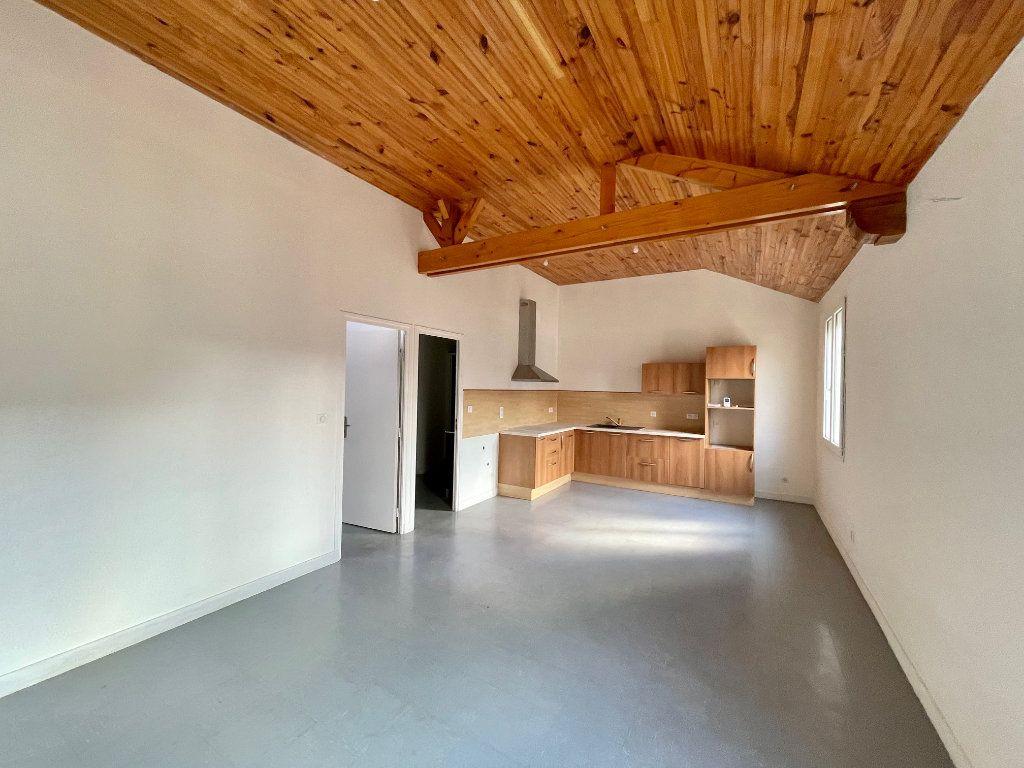 Appartement à louer 2 46.94m2 à Nézel vignette-1