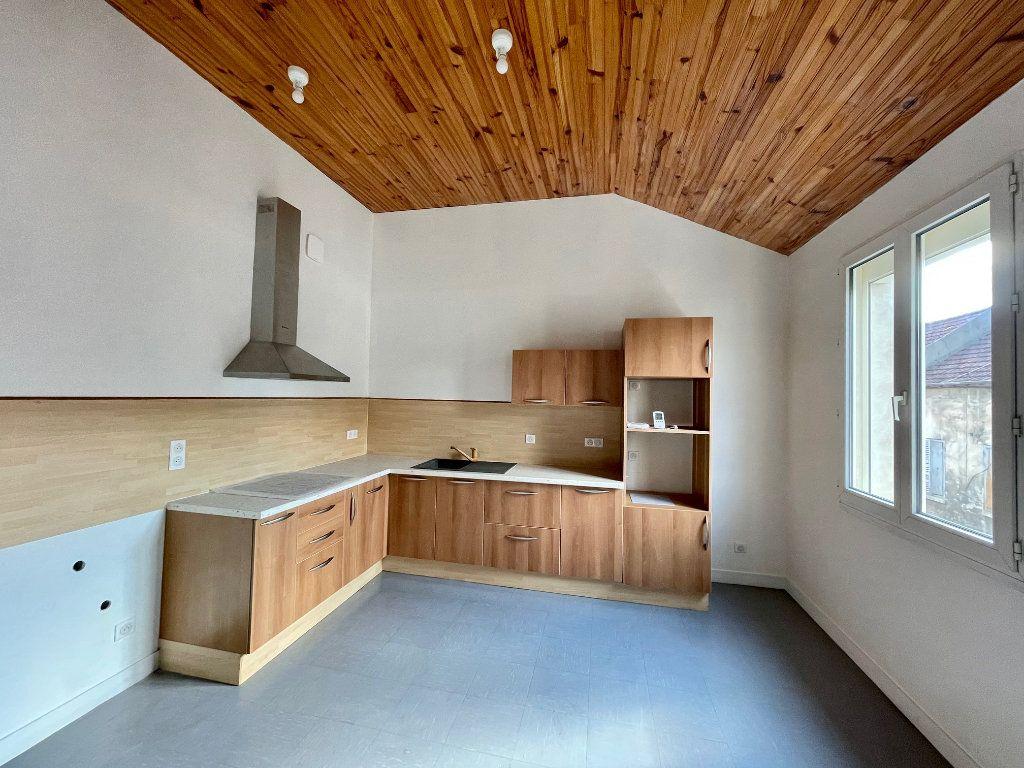 Appartement à louer 2 46.94m2 à Nézel vignette-2