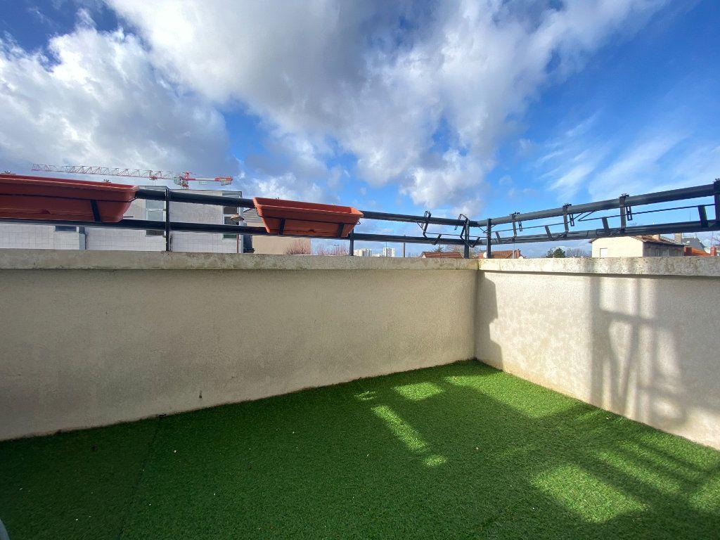 Appartement à vendre 4 79.98m2 à Neuilly-sur-Marne vignette-3