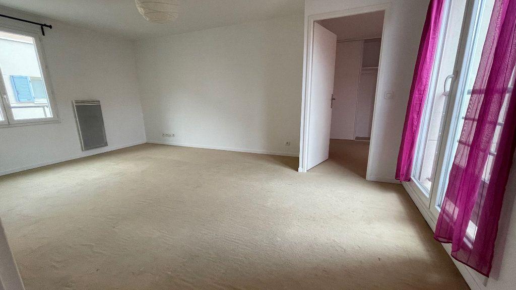 Appartement à vendre 2 42m2 à Neuilly-sur-Marne vignette-3