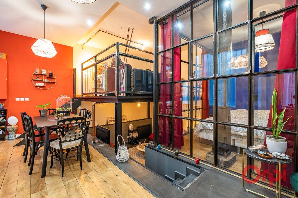 Appartement à vendre 2 68.39m2 à Paris 3 vignette-2