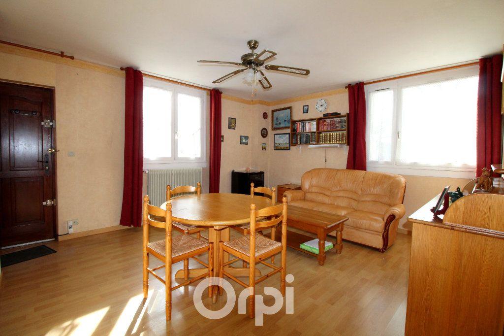 Appartement à vendre 2 41m2 à Lagny-sur-Marne vignette-2