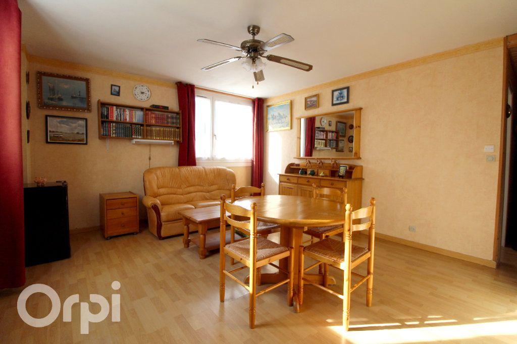 Appartement à vendre 2 41m2 à Lagny-sur-Marne vignette-3