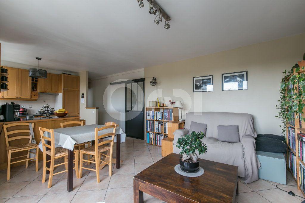 Appartement à vendre 3 63.75m2 à Neuilly-Plaisance vignette-3
