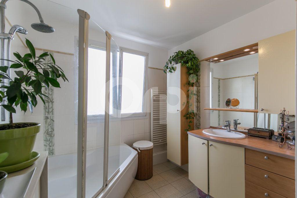 Appartement à vendre 3 63.75m2 à Neuilly-Plaisance vignette-4