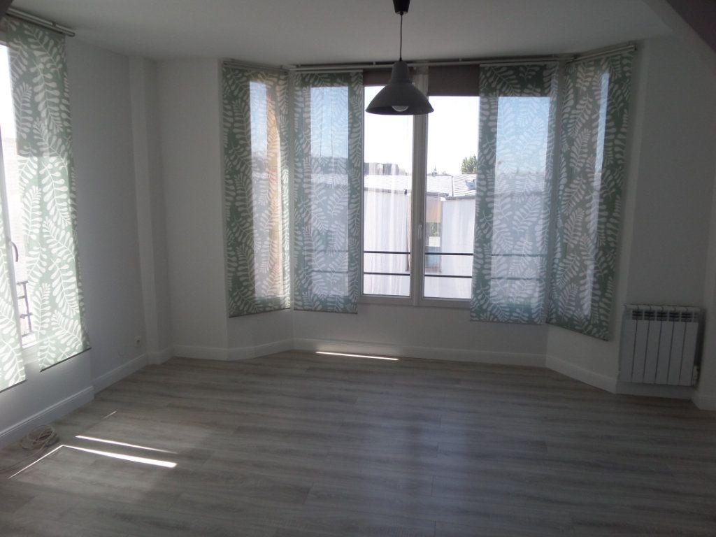 Appartement à louer 2 37.8m2 à Gagny vignette-1