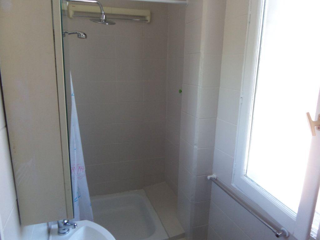 Appartement à louer 2 37.8m2 à Gagny vignette-3