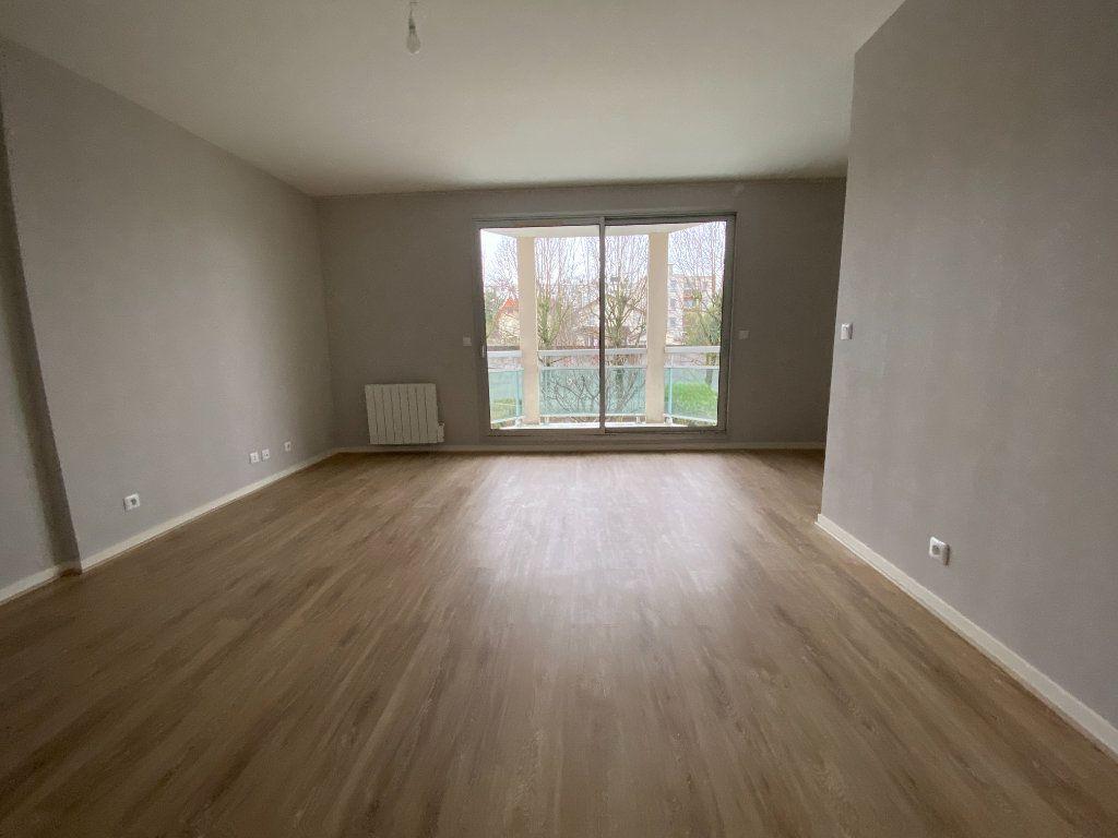 Appartement à louer 2 46.51m2 à Livry-Gargan vignette-2