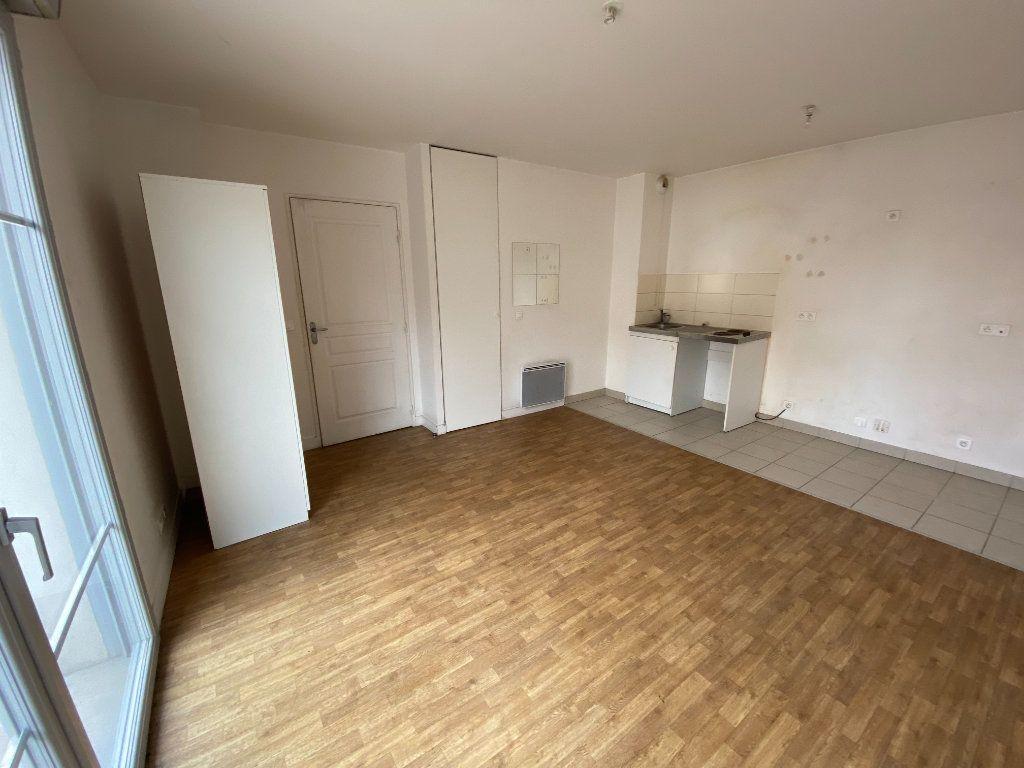 Appartement à louer 1 26m2 à Tremblay-en-France vignette-2