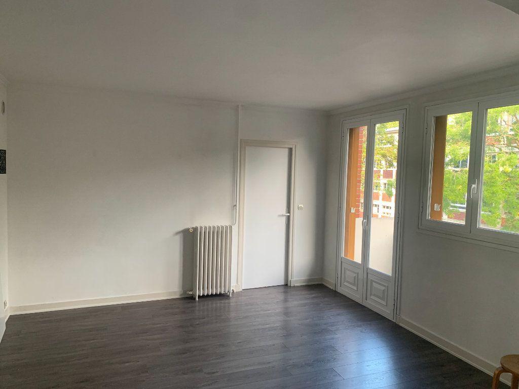 Appartement à louer 4 66.91m2 à Livry-Gargan vignette-1