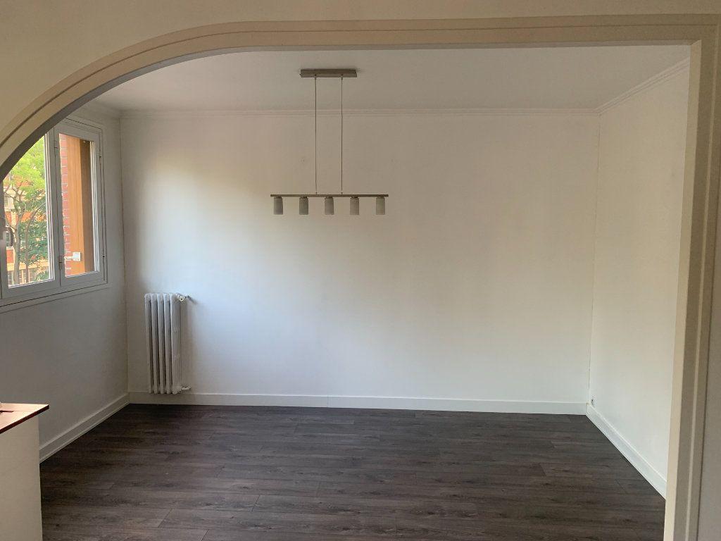 Appartement à louer 4 66.91m2 à Livry-Gargan vignette-2