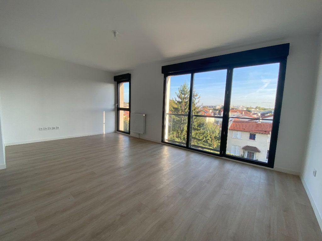 Appartement à louer 1 33.3m2 à Saint-Denis vignette-1