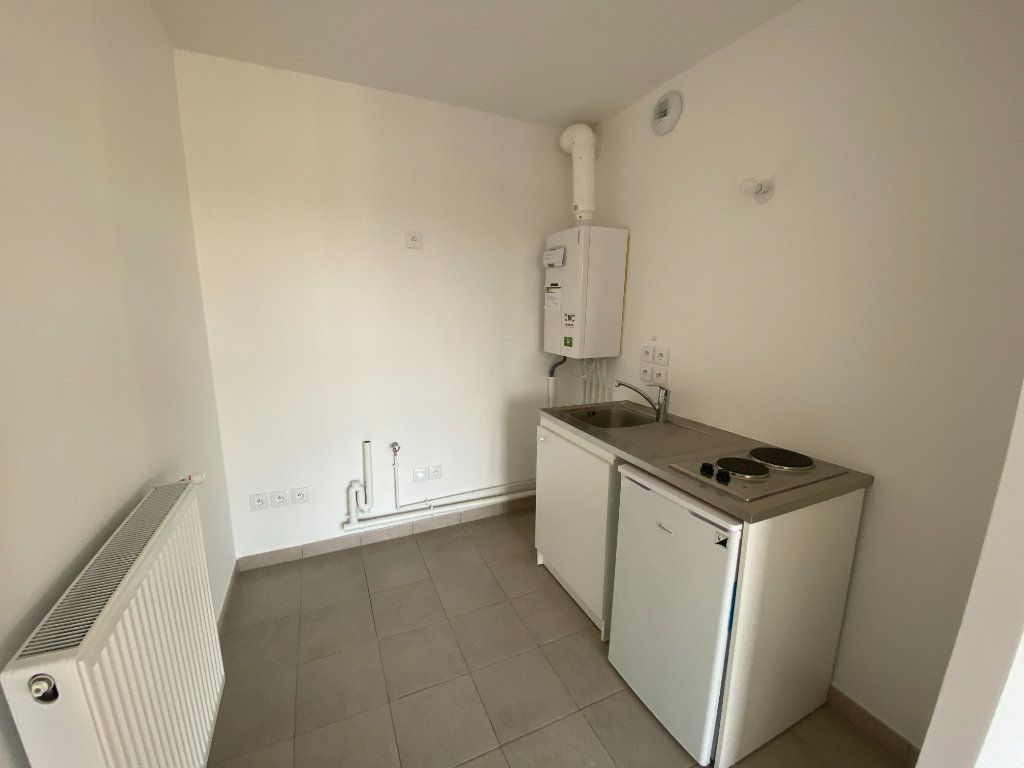 Appartement à louer 1 33.3m2 à Saint-Denis vignette-3