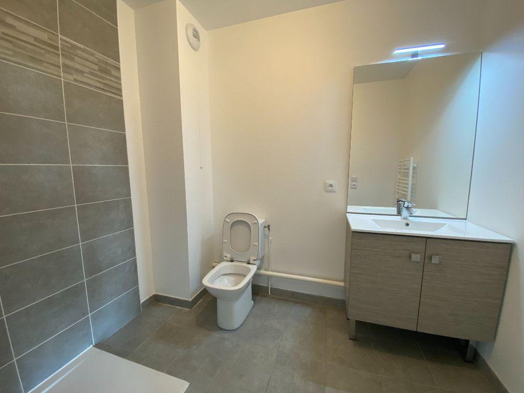 Appartement à louer 1 33.3m2 à Saint-Denis vignette-4