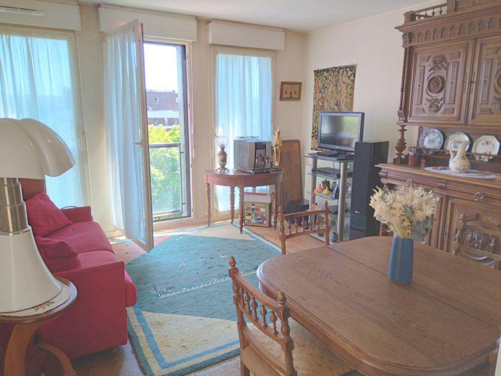 Appartement à vendre 2 42m2 à Bobigny vignette-1
