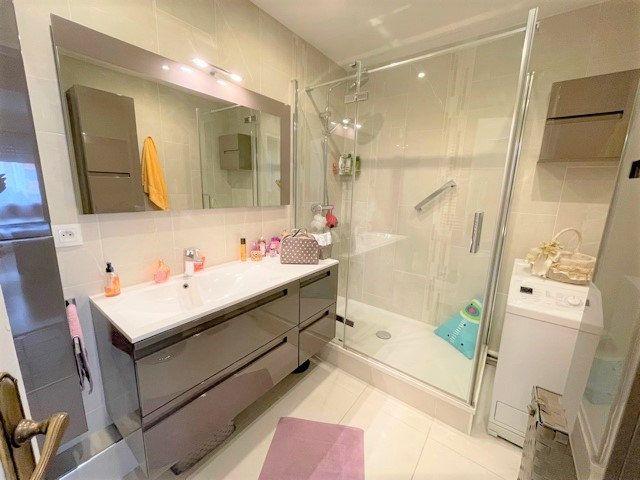Appartement à vendre 3 75m2 à Bobigny vignette-4