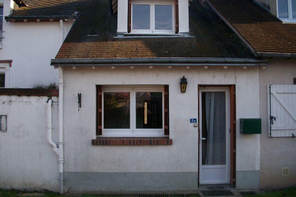 Maison à louer 3 50m2 à La Ferté-Saint-Cyr vignette-1