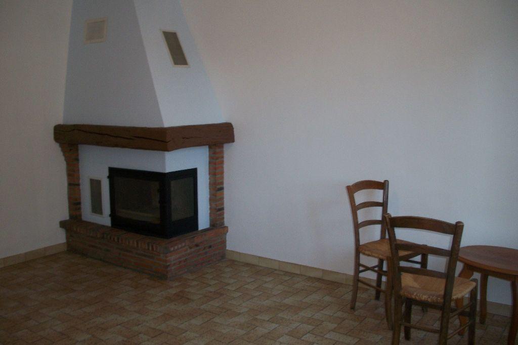 Maison à louer 3 50m2 à La Ferté-Saint-Cyr vignette-2