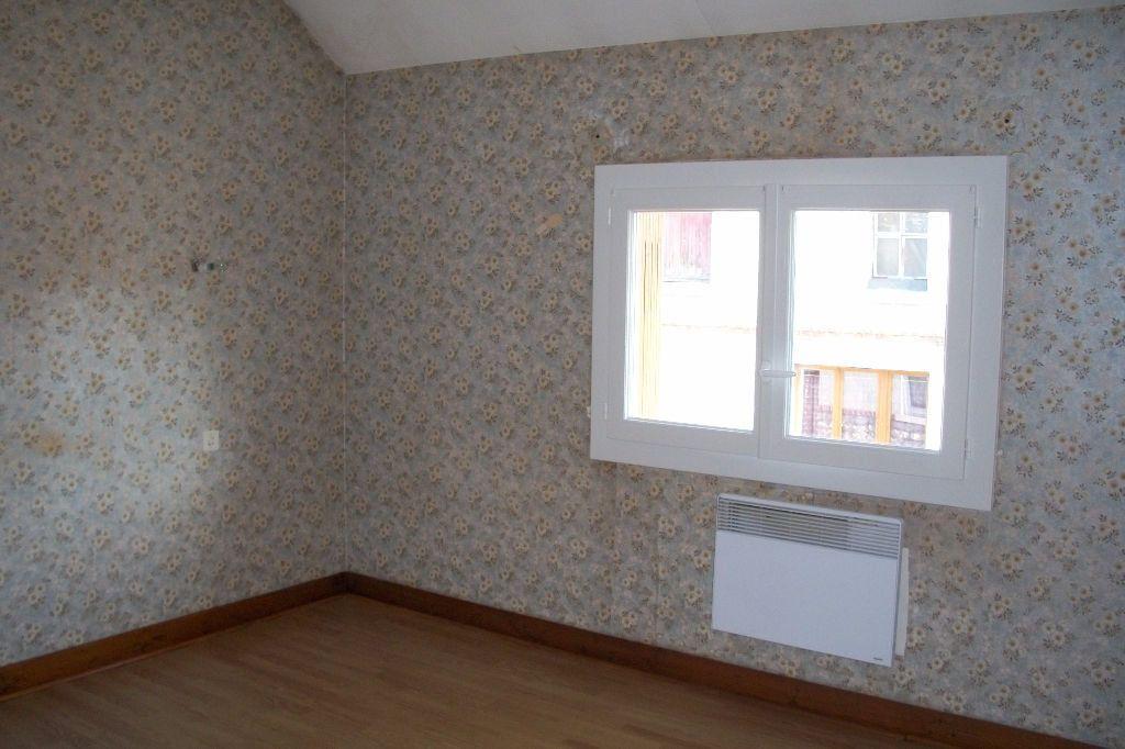 Maison à louer 3 50m2 à La Ferté-Saint-Cyr vignette-4