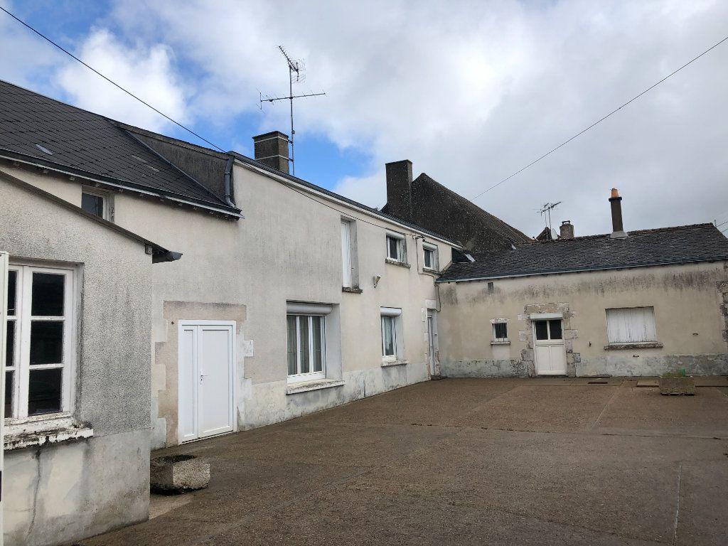 Maison à vendre 4 129m2 à La Chapelle-Saint-Martin-en-Plaine vignette-1