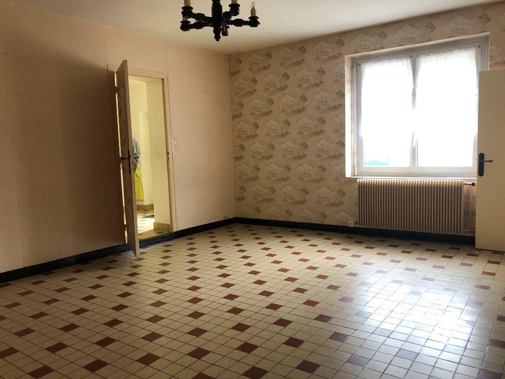 Maison à vendre 4 129m2 à La Chapelle-Saint-Martin-en-Plaine vignette-2