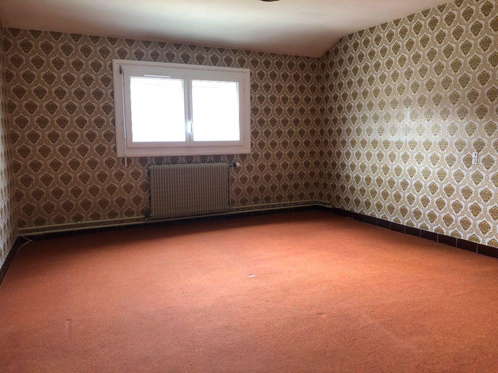 Maison à vendre 4 129m2 à La Chapelle-Saint-Martin-en-Plaine vignette-5