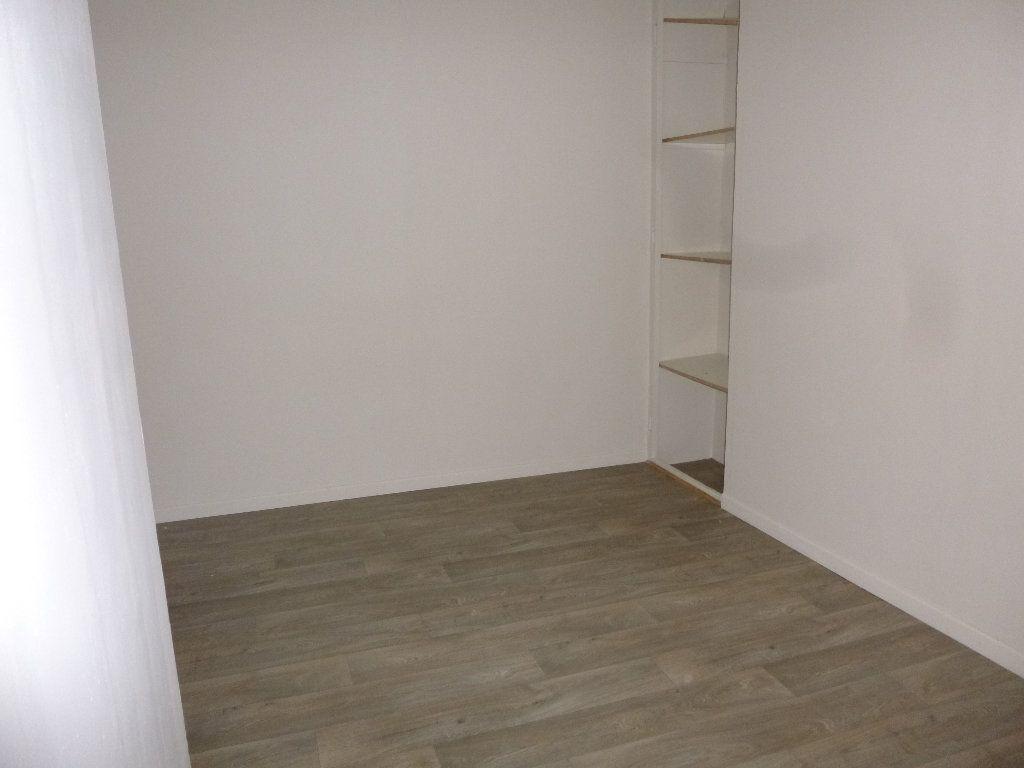 Appartement à louer 3 47.38m2 à Pont-Audemer vignette-5