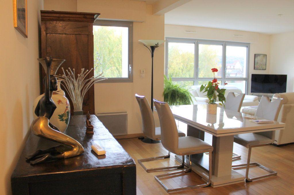 Appartement à louer 2 65.28m2 à Pont-Audemer vignette-2