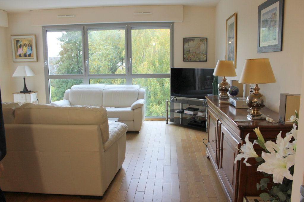 Appartement à louer 2 65.28m2 à Pont-Audemer vignette-3