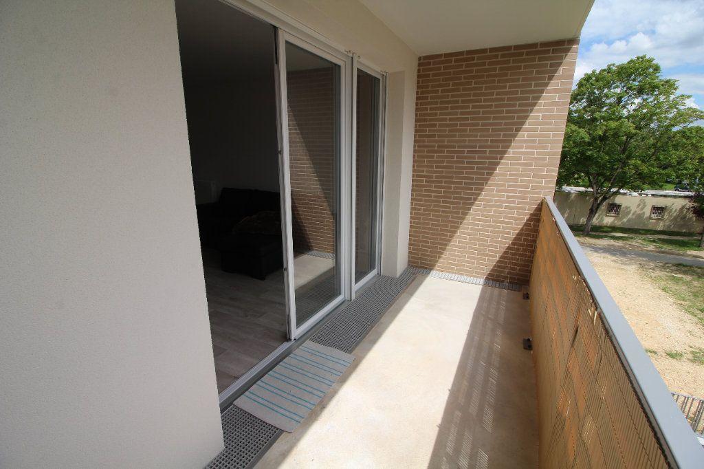 Appartement à vendre 4 72.62m2 à Meaux vignette-3