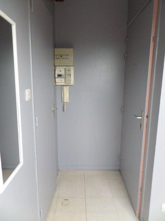 Appartement à louer 1 21.92m2 à Le Havre vignette-3