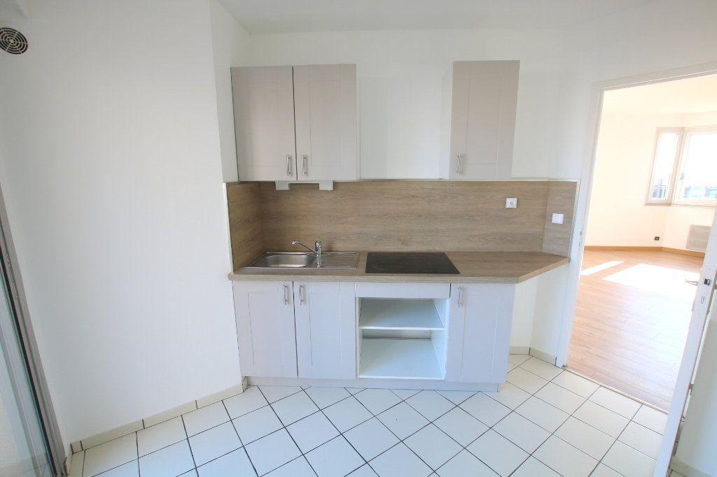 Appartement à louer 3 59.45m2 à Le Havre vignette-5