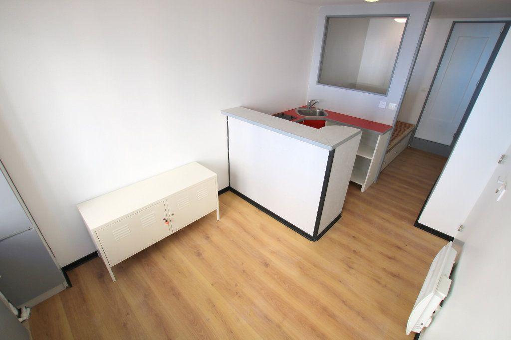 Appartement à louer 1 17.14m2 à Le Havre vignette-1