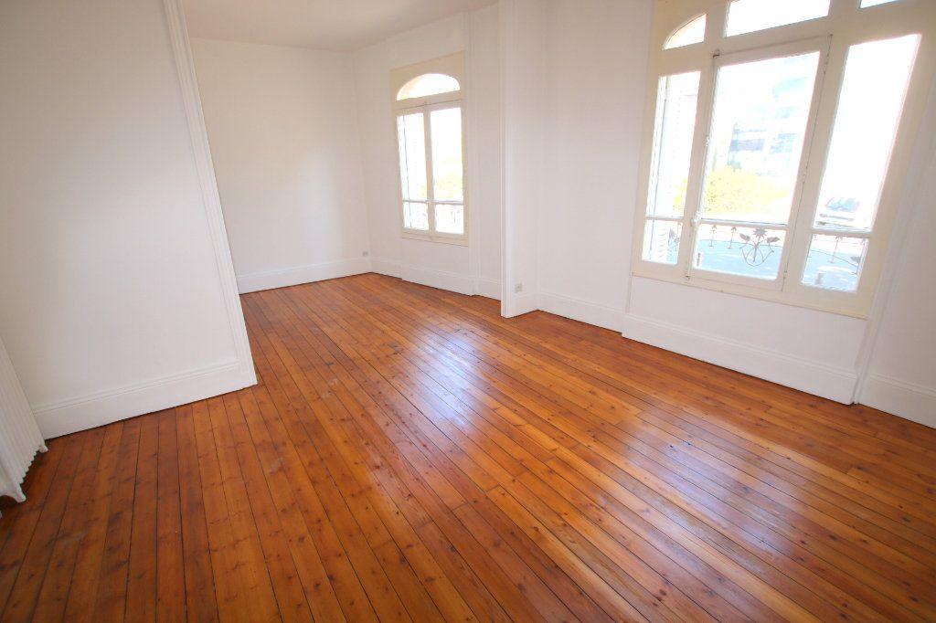 Maison à louer 5 117.74m2 à Le Havre vignette-3