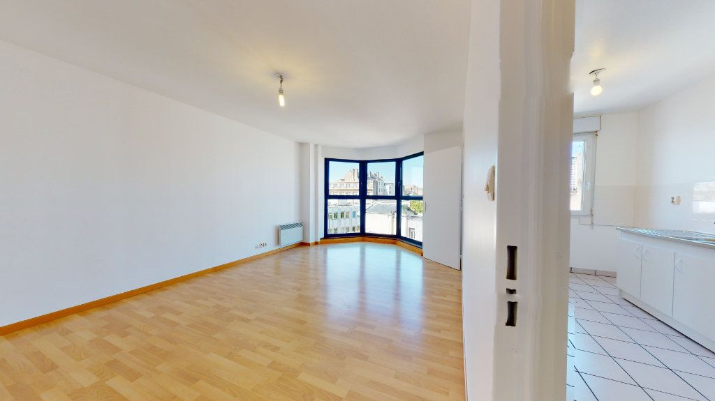 Appartement à louer 3 62.82m2 à Le Havre vignette-1