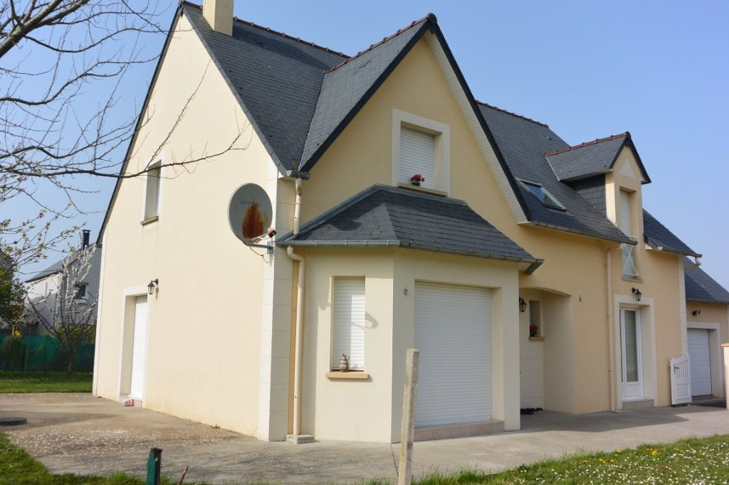 Maison à vendre 6 181m2 à Frénouville vignette-1