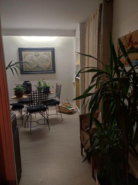 Appartement à louer 5 83.54m2 à Tours vignette-2