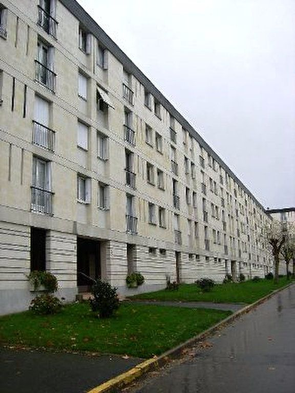 Appartement à louer 5 83.54m2 à Tours vignette-8