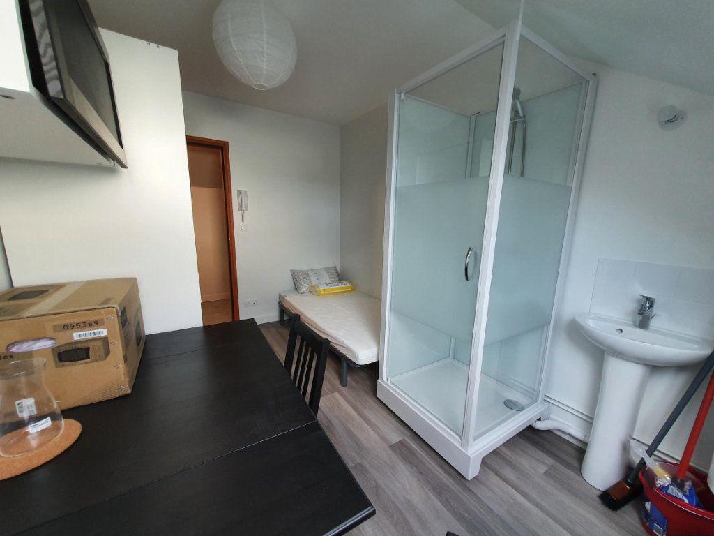 Appartement à louer 1 9.11m2 à Saint-Cyr-sur-Loire vignette-3