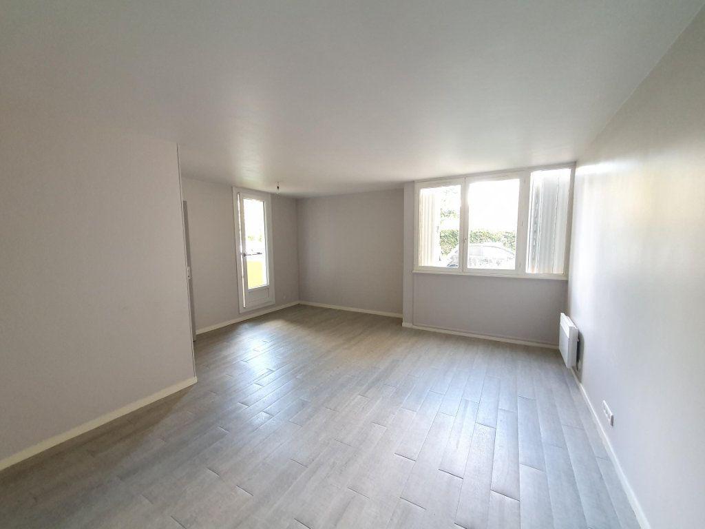 Appartement à louer 2 57.4m2 à Saint-Avertin vignette-1