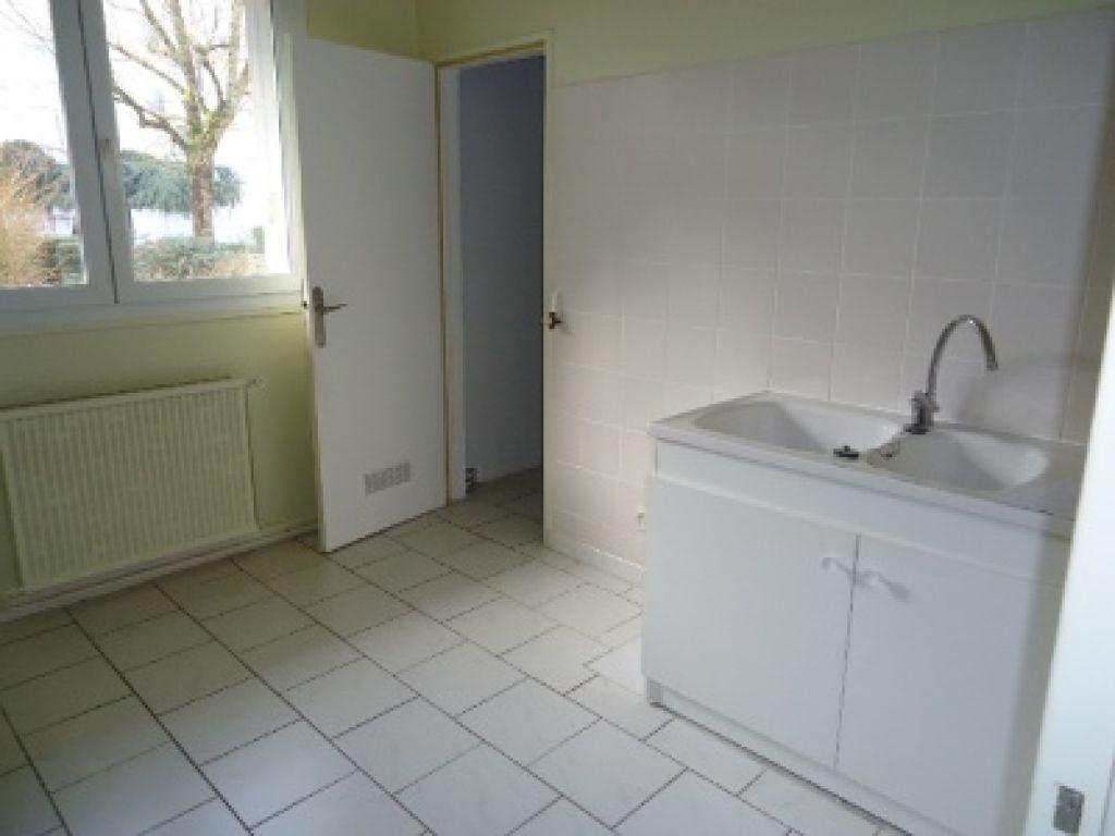 Appartement à louer 3 62.2m2 à Tours vignette-3
