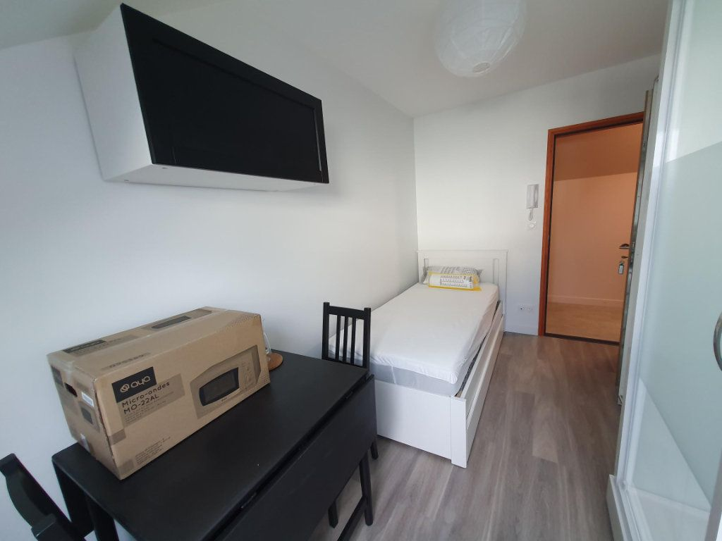 Appartement à louer 1 9.83m2 à Saint-Cyr-sur-Loire vignette-1