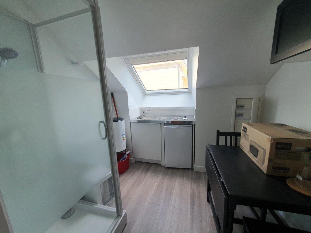 Appartement à louer 1 9.83m2 à Saint-Cyr-sur-Loire vignette-2