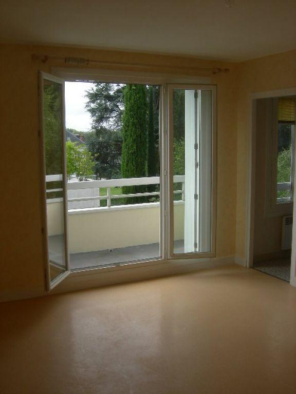 Appartement à louer 1 30.01m2 à Saint-Cyr-sur-Loire vignette-2