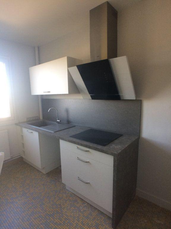 Appartement à louer 2 47.44m2 à Saint-Cyr-sur-Loire vignette-1
