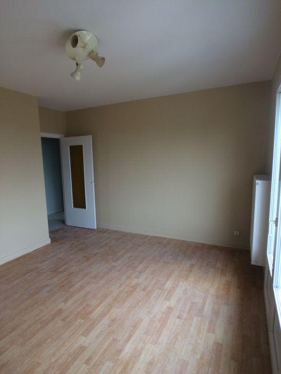 Appartement à louer 2 47.44m2 à Saint-Cyr-sur-Loire vignette-3