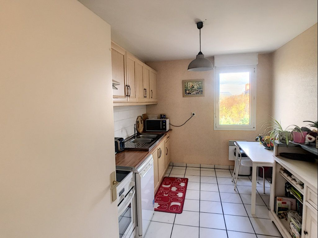 Appartement à louer 4 89.9m2 à Saint-Cyr-sur-Loire vignette-1