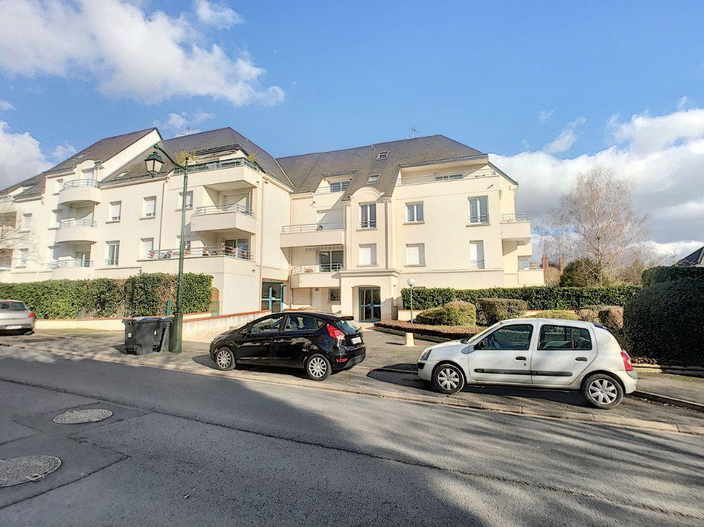Appartement à louer 4 89.9m2 à Saint-Cyr-sur-Loire vignette-3