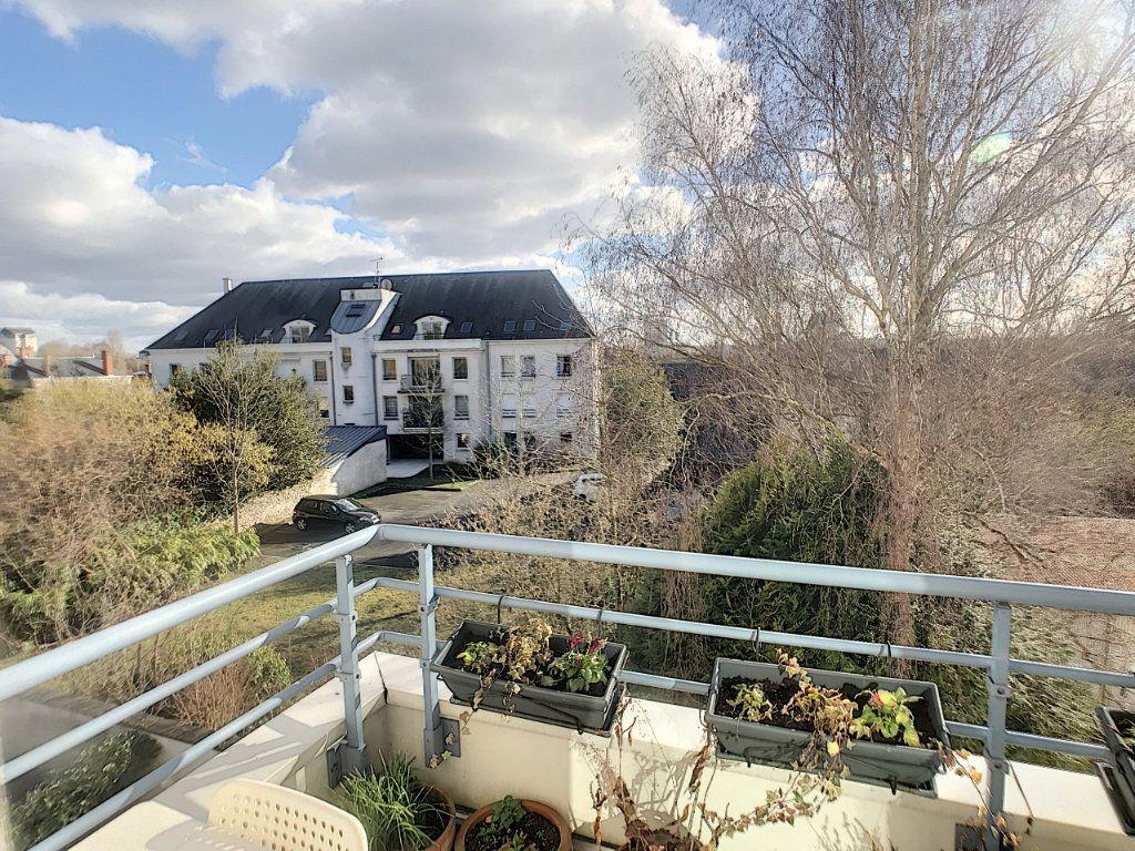 Appartement à louer 4 89.9m2 à Saint-Cyr-sur-Loire vignette-4