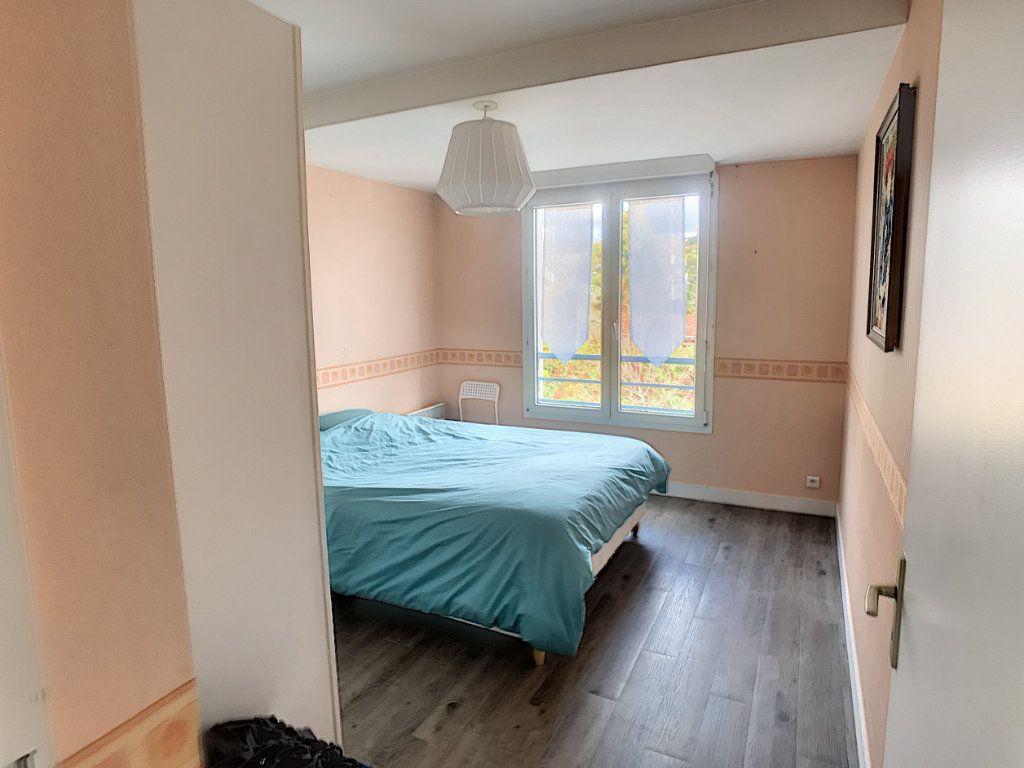 Appartement à louer 4 89.9m2 à Saint-Cyr-sur-Loire vignette-8